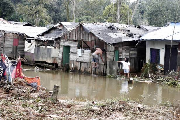 Kondisi lingkungan di kawasan ruli Kampung Aceh, Mukakuning, Batam. Cuaca yang tak mengenal musim di Batam membuat mereka waspada datangnya banjir tiap hujan deras melanda (Iman Wahyudi / Batam Pos)