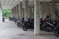 Motor diparkir di lantai dasar salah satu rumah susun Pemko Batam di Mukakuning