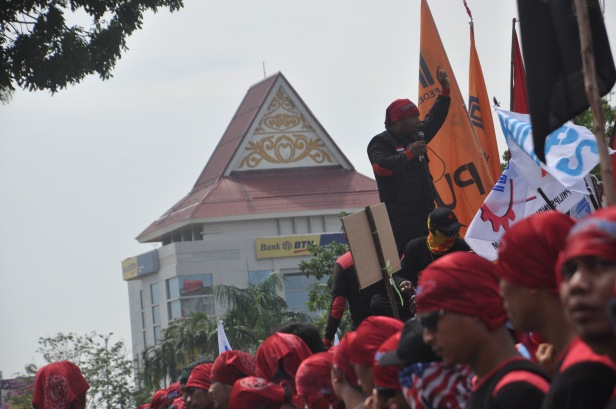 Labour rally leader speech to all workers who attend rally in Batam, Indonesia on May 1, 2015. Thousands of Indonesian workers gathered in front of the Mayor's office to attend a rally commemorating International Workers' Day in Batam, Riau Islands. They demanded that local government pay more attention to workers' welfare.