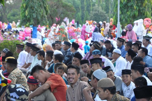 Indonesian Moslems gathered at Air Force Residence Field in Makassar , Indonesia to held Eid Al-Fitr prayer to celebrate the end of Ramadhan on July 17, 2015.