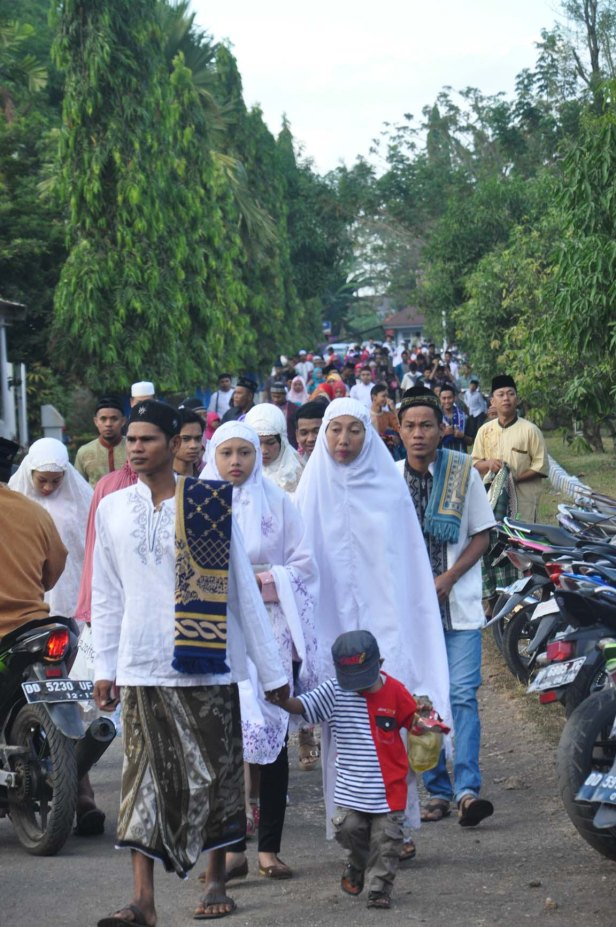 Indonesian Moslems arrived at the Air Force Residence Field in Makassar, Indonesia for Eid Al-Fitr prayer to celebrate the end of Ramadhan on July 17, 2015.