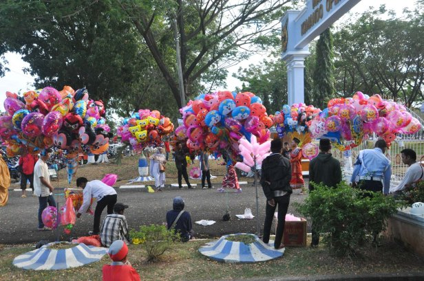 Ballon sellers were waiting outside Air Force Residence Field in Makassar, Indonesia during Eid Al-Fitr prayer on July 17, 2015.