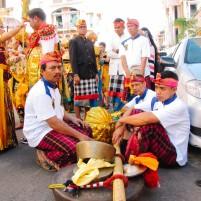 Komunitas warga Bali dalam sebuah karnaval.