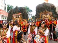Komunitas warga Ponorogo dalam suatu karnaval.