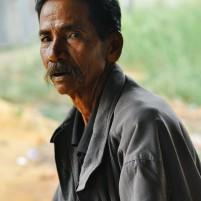 Daeng Mattiro, anaknya Ambok Maik merupakan korban pembunuhan dengan kepala dipenggal. Ambok Maik dikuburkan tanpa kepala.