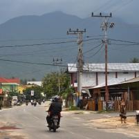 Pusat Kota Ranai, Natuna dengan latas belakang Gunung Bunguran.