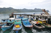 Perahu nelayan ditambatkan di dermaga Selat Lampa.