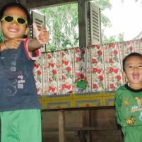 Dua anak dari desa Ehozakhozi, Nias Barat.