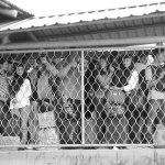 Warga Batam yang akan mudik menggunakan feri di Pelabuhan Domestik Sekupang.