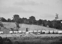 Pengerukan bukit di Batam Centre. Pembangunan di Batam banyak dilakukan dengan metode cut and fill karena edannya yang tidak rata.