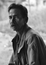 Daeng Matiro, mencari keadilan usai anaknya terbunuh dengan kepala terpenggal. Anaknya dikubur tanpa kepala.
