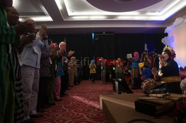 All attendant stand and clapping hands during a singing at Eastern Indonesia Forum Festival. The festival was attended by many civil societies and NGOs from many areas in Eastern Indonesia and became an event to display and study achievement of many smart practices done by local communities based on their local wisdom in order to improve their welfare.