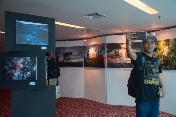 A man takes selfie in the exhibition forum at Eastern Indonesia Forum Festival. Dozens photos of Eastern Indonesia life made by Makassar based photographer Yusuf Ahmad exhibited during the festival.
