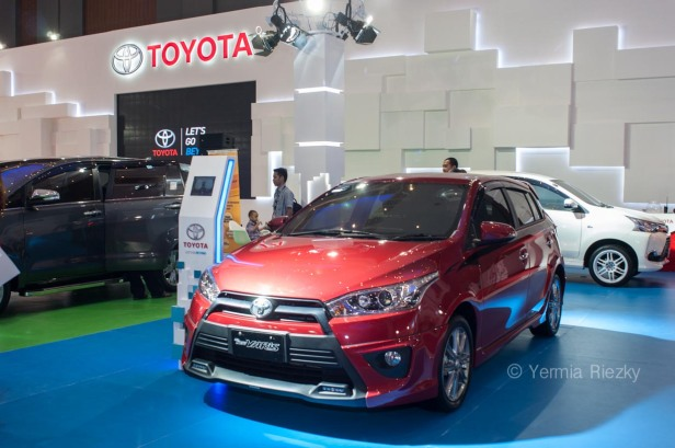 Makassar, Indonesia. 18th May, 2016. Toyota Exhibiths the All New Yaris at GIIAS Makassar Autoshow in Makassar, Indonesia. Recent report said Indonesia car sales grew 4,6 percent (year to year) to 84.703 vehichle in April 2016 from 81.000 vehicles in the same month last year. This is a remarkable result as monthly car sales growth (on a year-on-year basis) had been declining for 16 straight months previously. © Yermia Riezky Santiago
